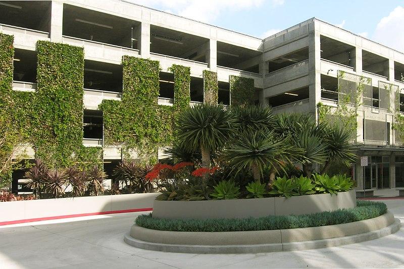 green wall parking car - greenmore (8)