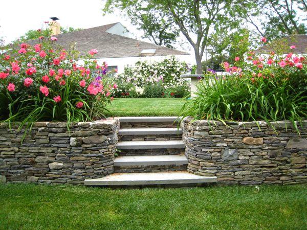 modern-backyard-design-flowers