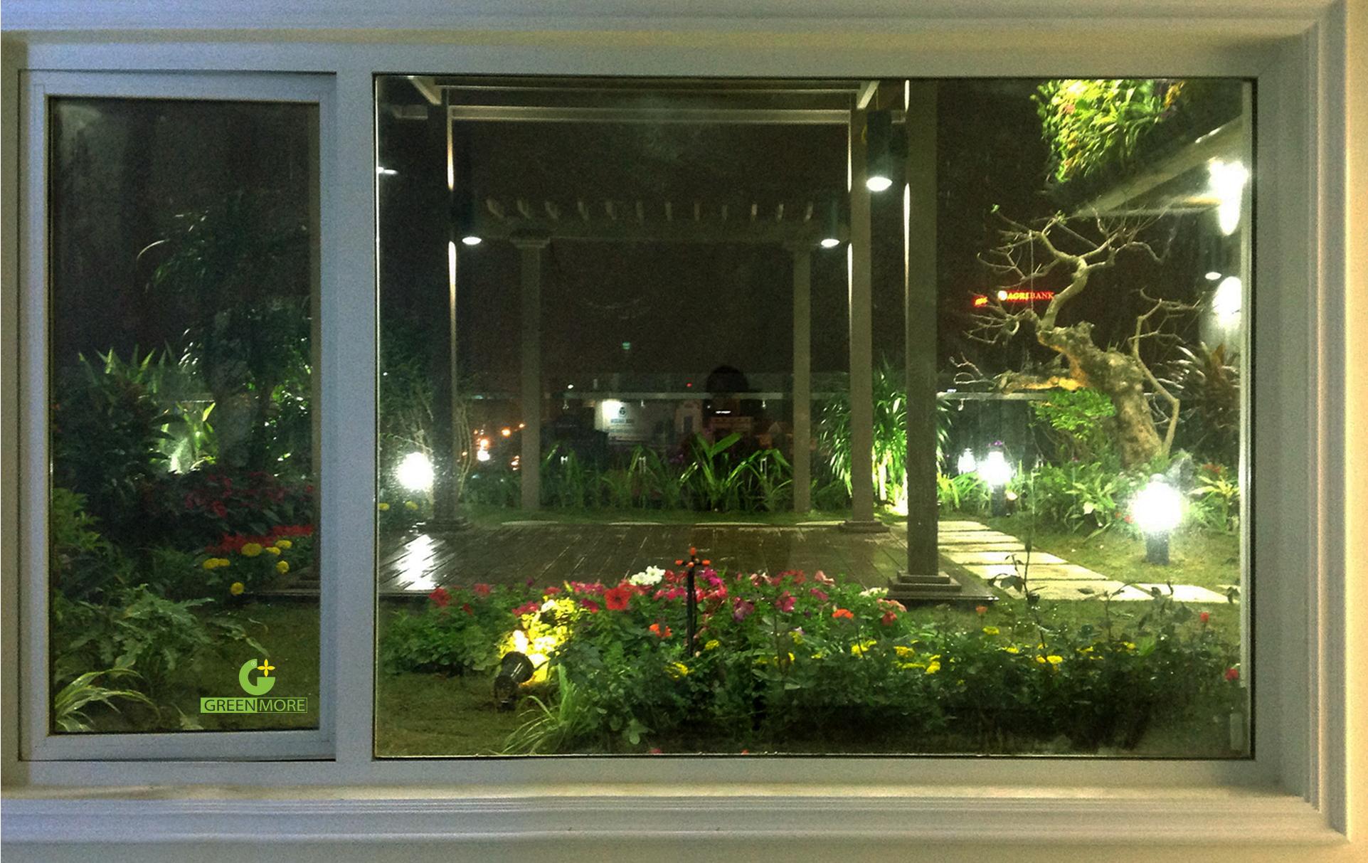 Khu vườn nhìn từ cửa sổ phòng ngủ của gia chủ - một khung cảnh thư giãn lý tưởng sau một ngày làm việc căng thẳng