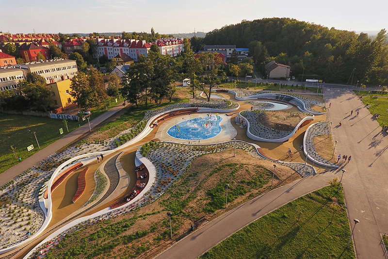 Cảnh quan sân chơi nước Jaworznickie Planty tại Ba Lan