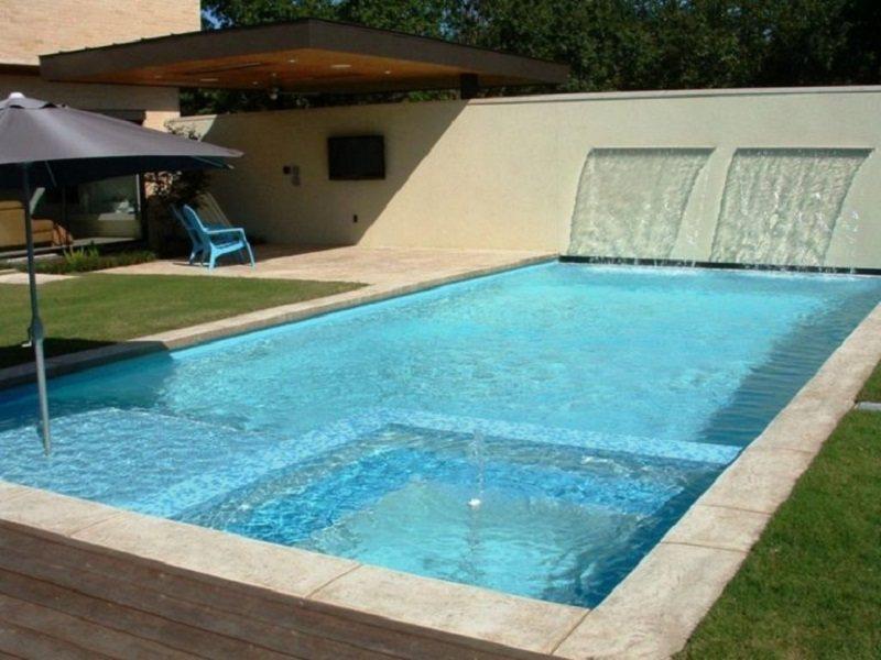 Bể bơi lớn cho ngôi nhà có khuôn viên sân vườn rộng