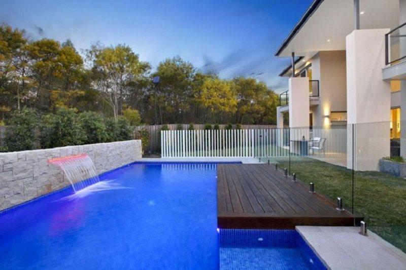 Thêm một tiểu cảnh nước giúp cho bể bơi sinh động hơn