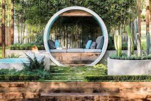 Trang trí sân vườn đơn giản với trồng cây trong bồn bê tông